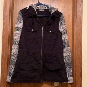 Jacket with sweater material sleeves